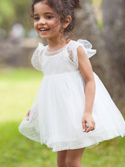 biele tutu šaty so švajčiarskymi bodkami