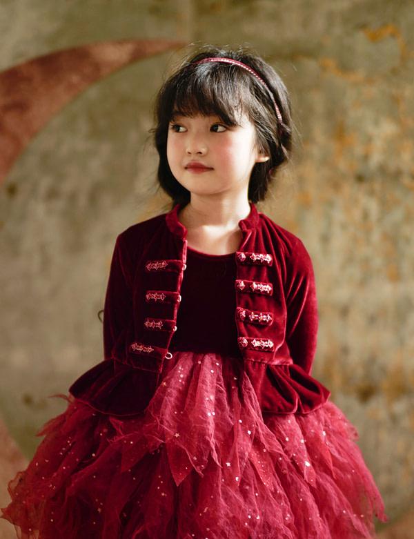 červené tutu šaty