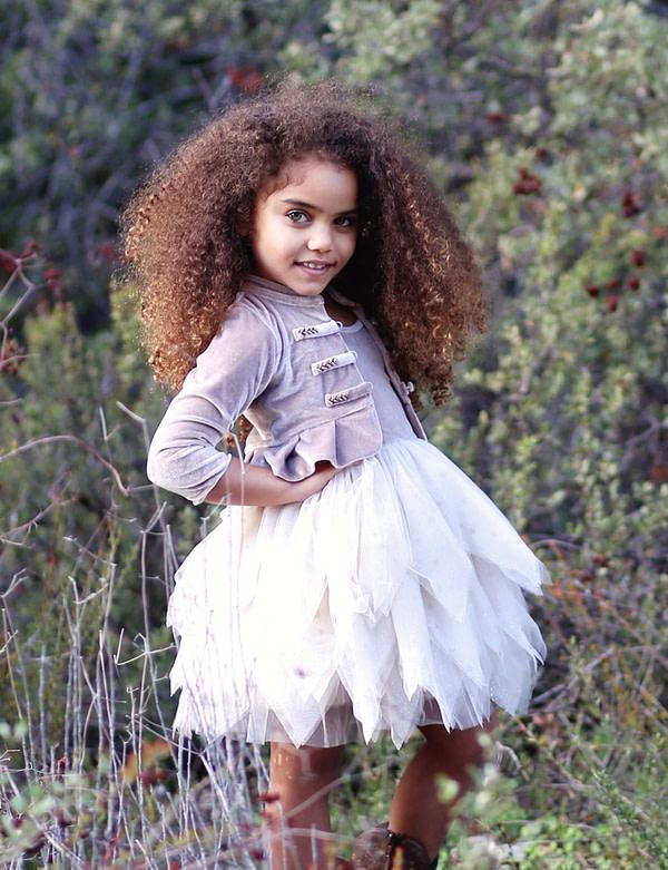 fialové tutu šaty