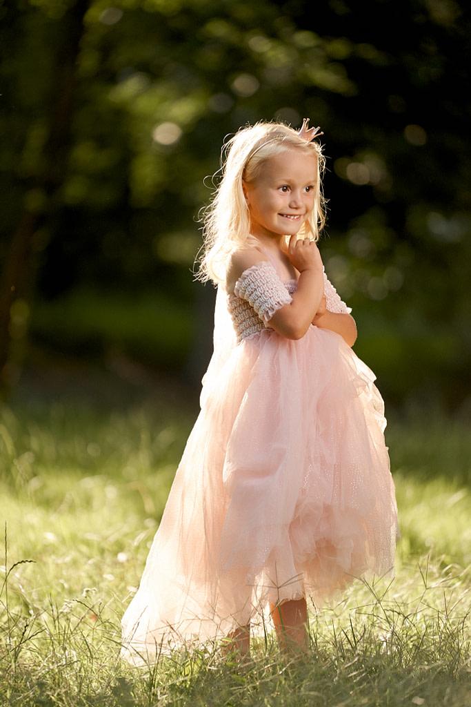 4-ročná Mia v ružových tutu šatách Luna Luna Elizia